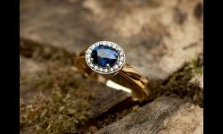 18cty eng ring w sapphire & diamonds